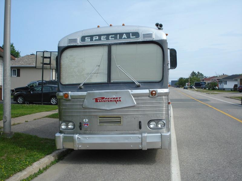 Autobus Prévost panoramique 1963 en ordre de marche légal pour la route unique ? 07210