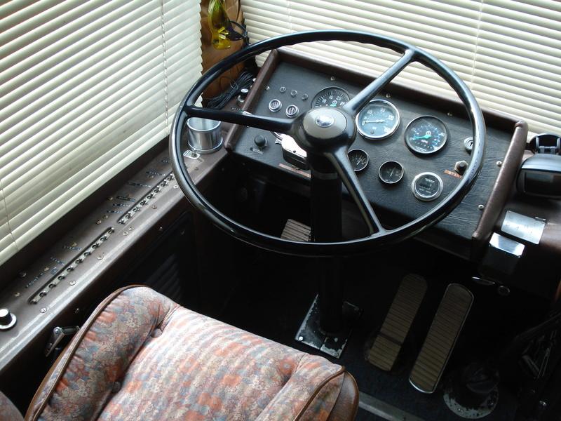 Autobus Prévost panoramique 1963 en ordre de marche légal pour la route unique ? 09110