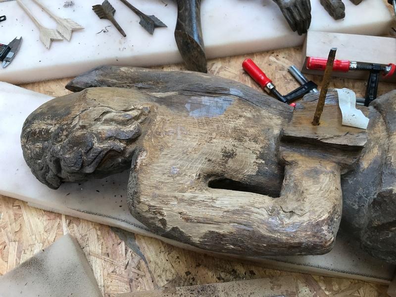 Restauration de statues en bois  Img_0421