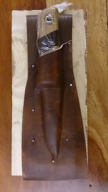 Couteau Mora suédois (105mm) et étui  710