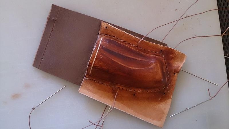 Etui pour couteau pliant en cuir moulé Dsc_1211