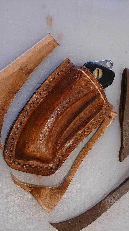 Etui pour couteau pliant en cuir moulé Dsc_1217
