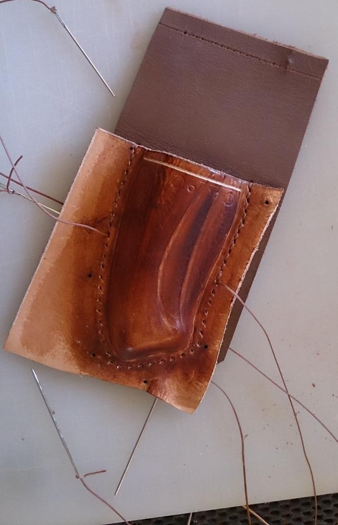 Etui pour couteau pliant en cuir moulé Dsc_1219
