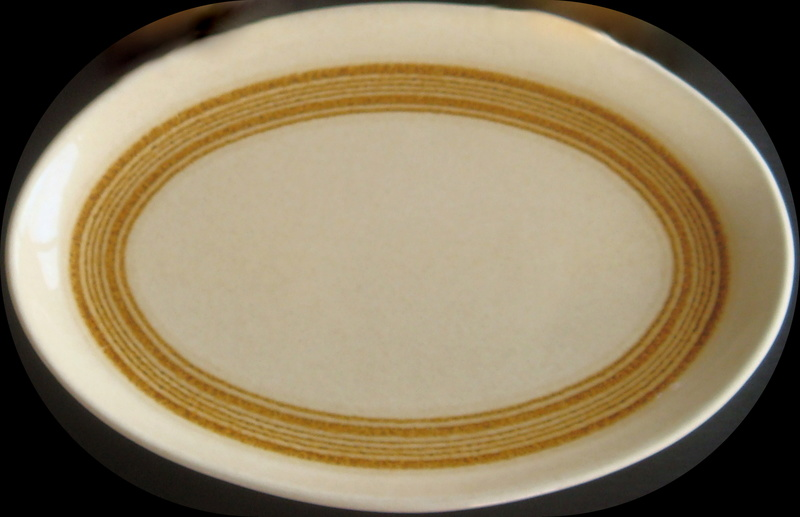 What is this golden pattern on large ovals called?  It is Galaxy d749 Dsc06710