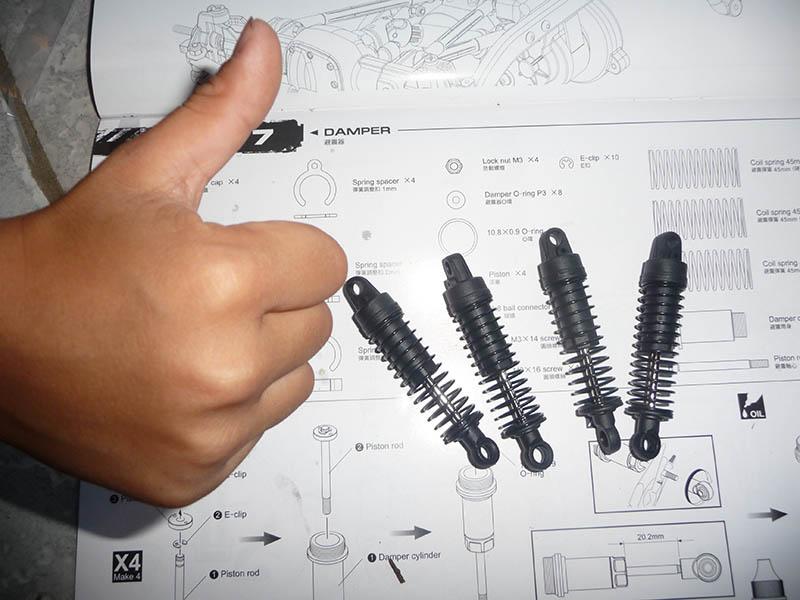 Montage MST CMX Kit : Jeep & Hummer - Page 2 Suspen13