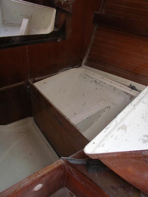 demontage caisson avant oceanis 400 Pict0010
