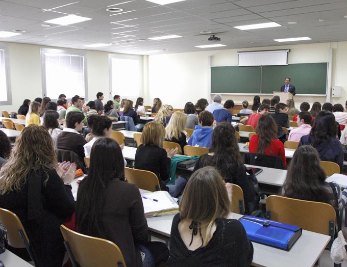 Las carreras más demandadas por las empresas en España Unican10