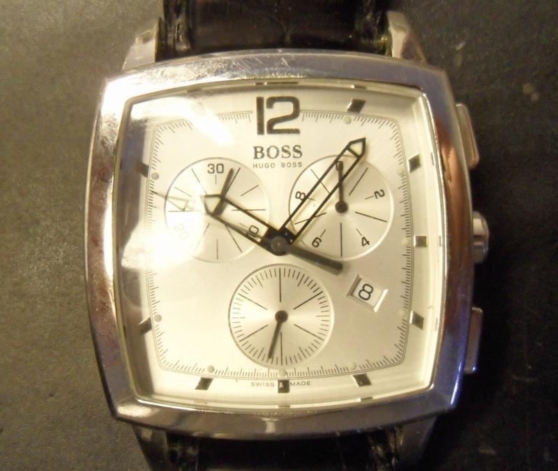 Quelle est cette montre Hugo boss ? Sam_1816