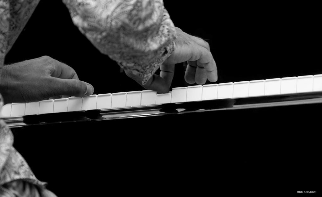les mains musicales +n&b+ plus blanc que blanc  Les_ma10