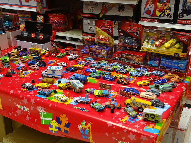 Expostion Cars Toys R Us P210