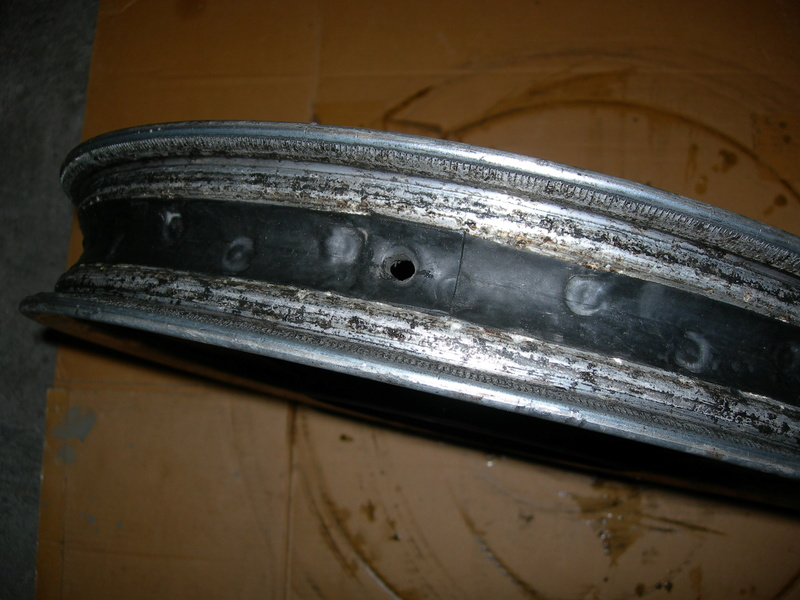 pneu - Changer un pneu - Page 2 Dscn9512