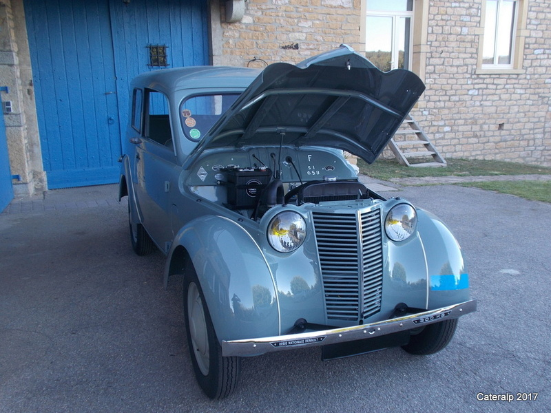Mon montage à l'echelle 1 ,  Renault Juvaquatre 1954 - Page 5 Capot_19