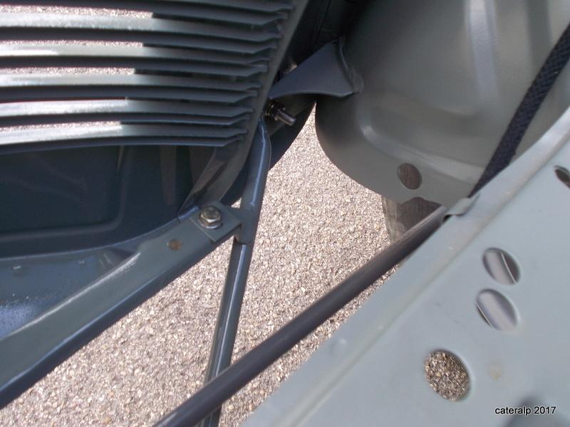 Mon montage à l'echelle 1 ,  Renault Juvaquatre 1954 - Page 3 Echapp18