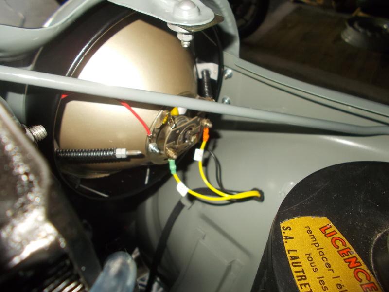Mon montage à l'echelle 1 ,  Renault Juvaquatre 1954 - Page 4 Phares12