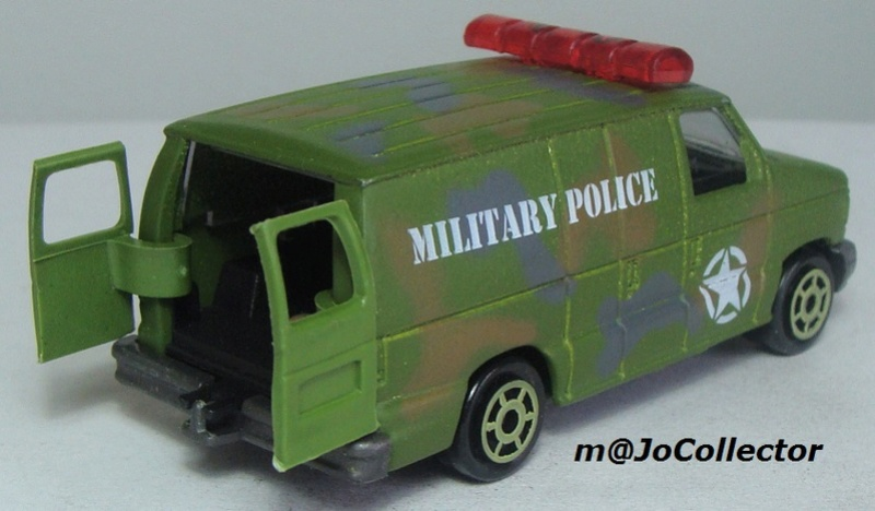 N°220-14 FORD ECONOLINE IV MILITARY POLICE 220_1411