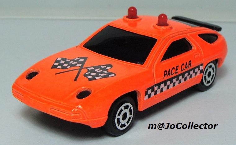 N°2304 PORSCHE 928 PACE CAR 2301-210