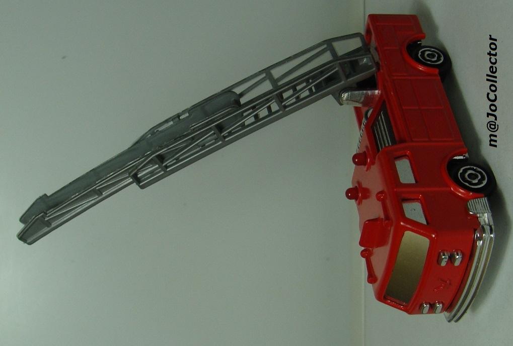 N°2310 Camion Pompier grande échelle. 2310_c11