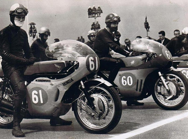 [Oldies] Angel Nieto, Mike Hailwood, etc... ( Part 4 ) - Page 5 Mike_a10