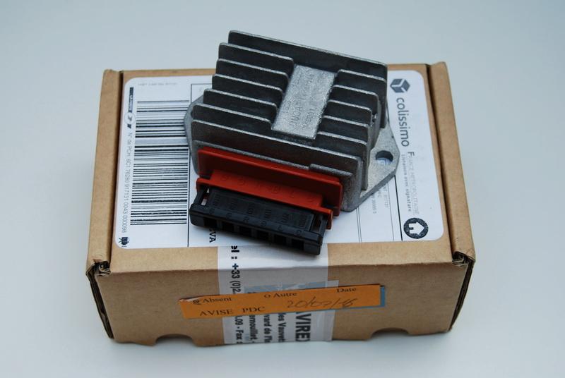 Vend régulateur Ducati, afficheur de jauge carburant, relais de trim Ray Allen Dsc_0617