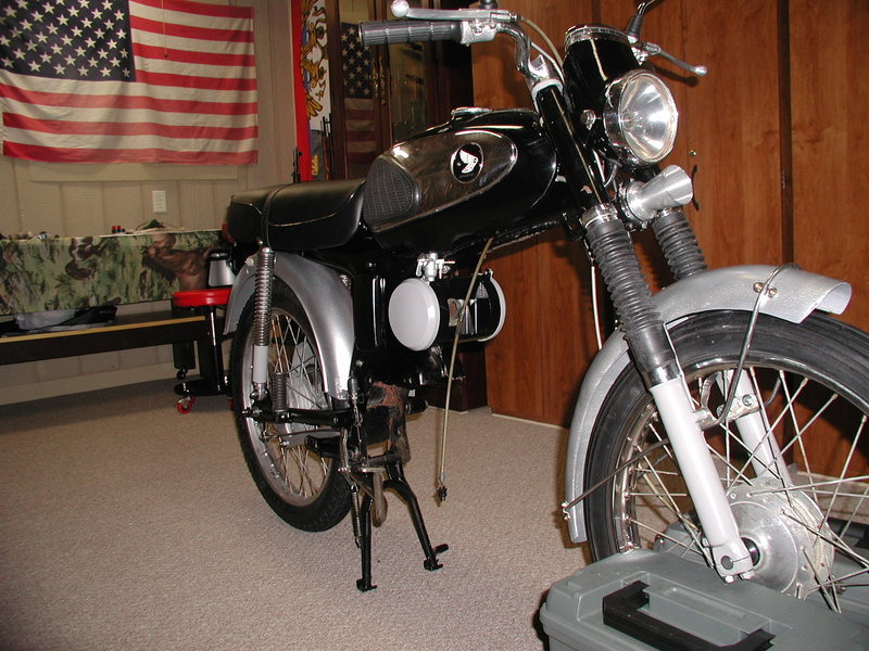 Model airplanes and motorcycles............ S90_0010