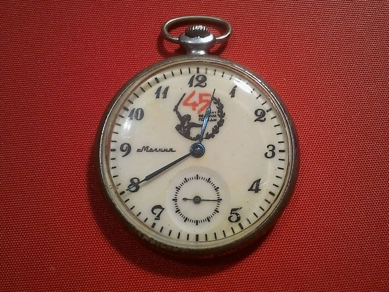 Les montres soviétiques commémoratives de la victoire  Molnij10