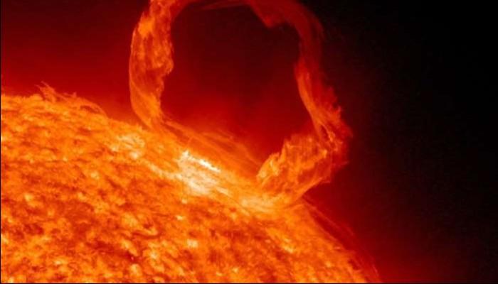La NASA vient de découvrir un énorme trou de 120 000 kilomètres de large dans le soleil !! Sans_245