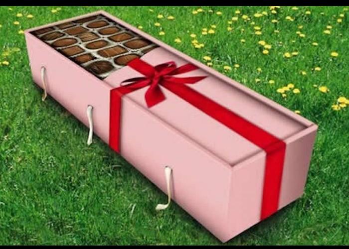 Combattu par le business de la mort, le cercueil en carton peine à s'imposer Sans_406