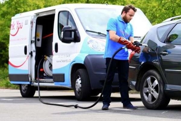 Livraison de carburant : pour ravitailler sans passer à la pompe Sans_643