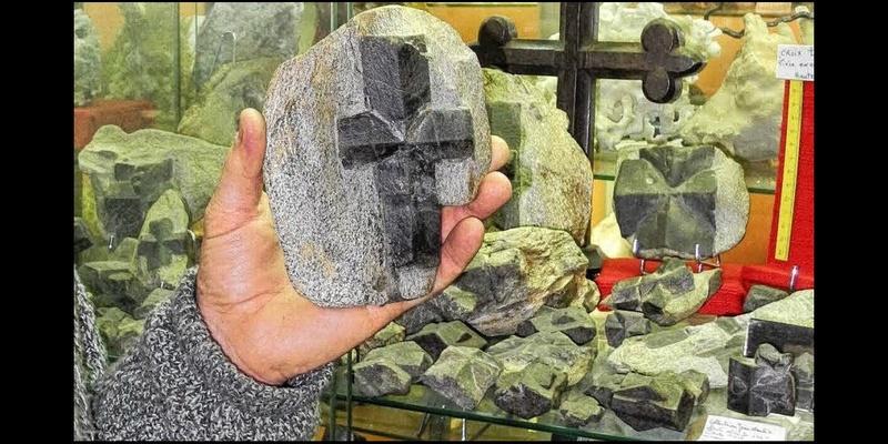 Insolite. Connaissez-vous la staurotide, la pierre magique de Bretagne ? Sans_646