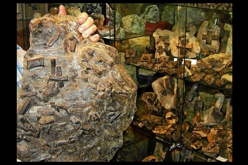 Insolite. Connaissez-vous la staurotide, la pierre magique de Bretagne ? Sans_647