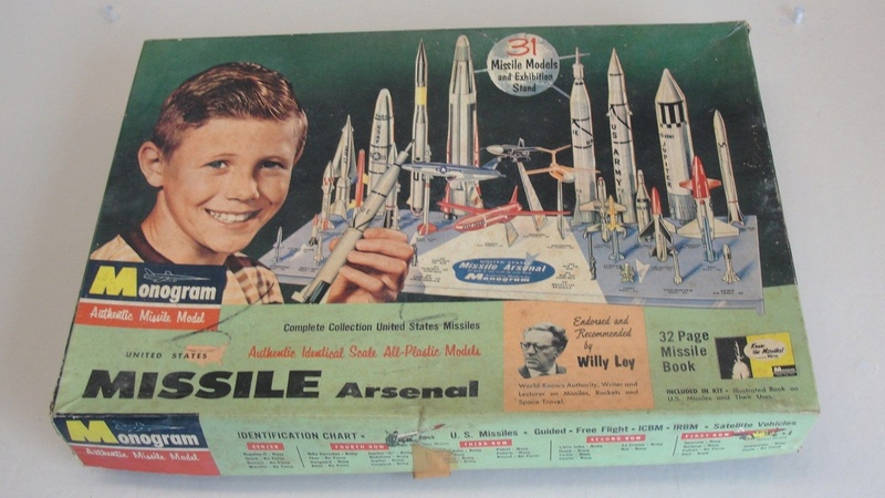 Monogram - Missile Arsenal - Complete collection United Staes Missiles - Model kit - 31 Missile Models ans Exibitian stand 1913