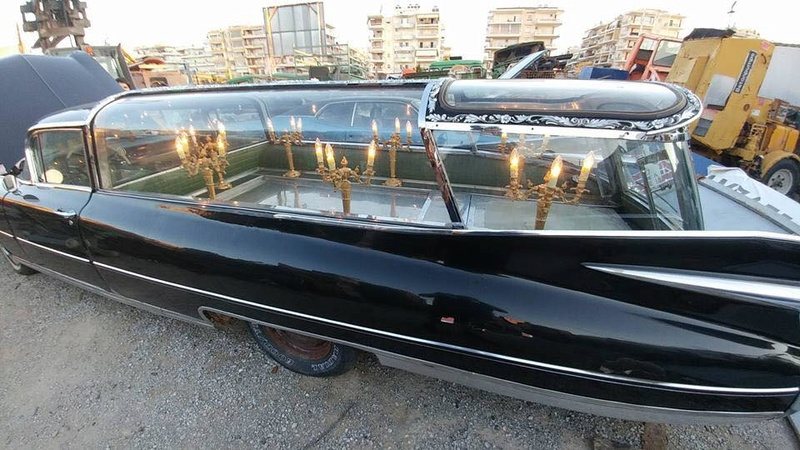 Incroyable Cadillac 1959 corbillard trouvée en Grece - Amazing 1959 Cadillac Hearse recently uncovered in Greece 21370811