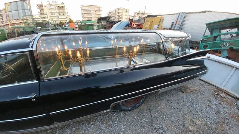 Incroyable Cadillac 1959 corbillard trouvée en Grece - Amazing 1959 Cadillac Hearse recently uncovered in Greece 21433110