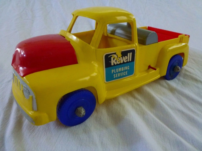 Revell Pumpling Service - Ford F100 Pick up plastic toy 715