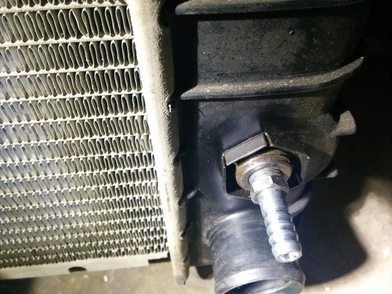 Dropping the transmission to change oil cooler line? 19718610