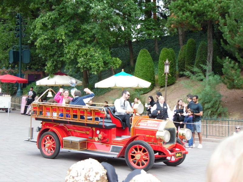 Famille d'honneur sur la parade - Page 4 343410