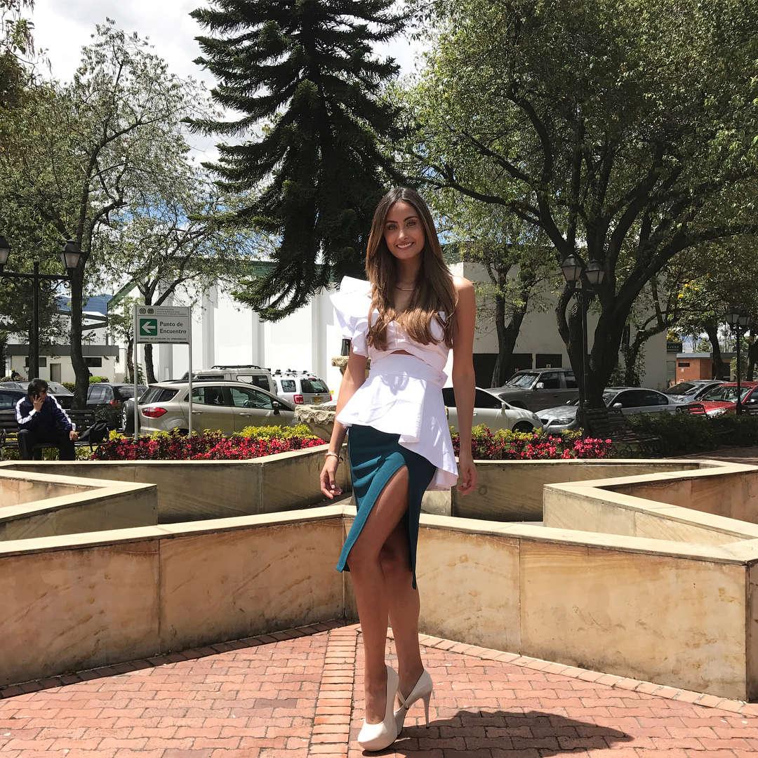juliana franco, top 16 de miss colombia universo 2020/miss earth water 2017. 20987412