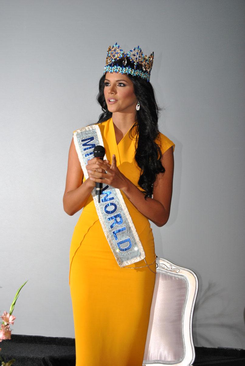 ivian sarcos, miss world 2011. - Página 5 Ivian_10