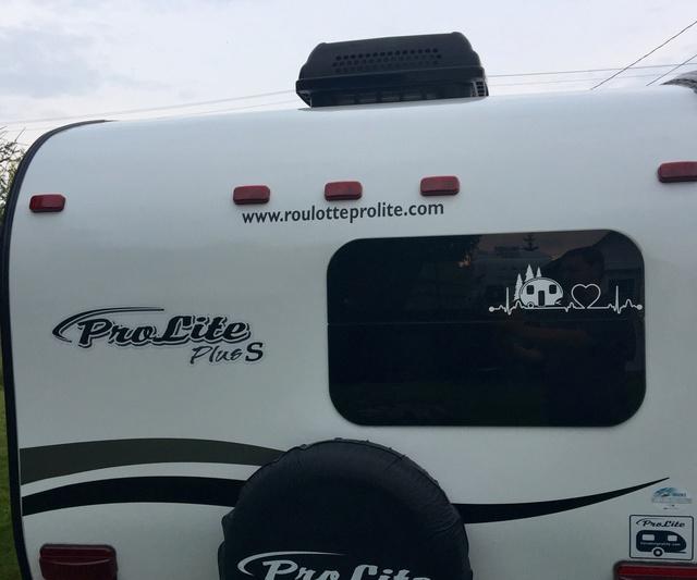 Autocollants originaux pour «pimper» sa roulotte (RV/Camping Decals) Img_2117