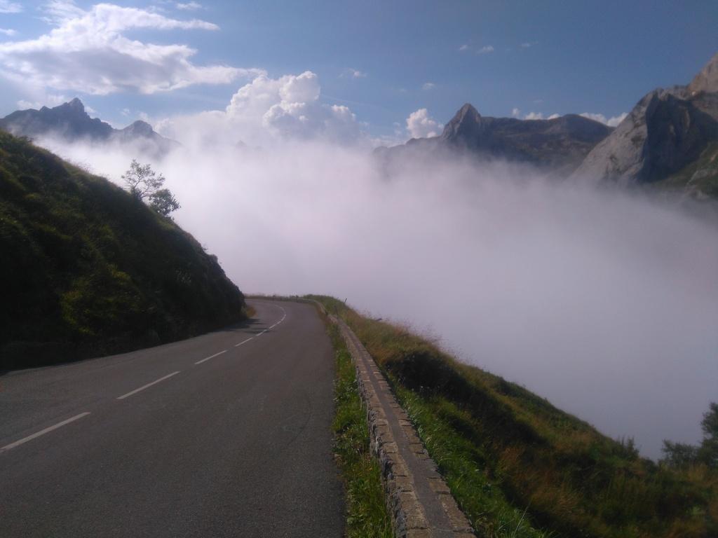 La route des cols: les Pyrénées d'Ouest en Est  - Page 2 Dsc_0046