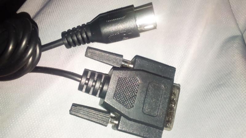 cable bizarre entré  neogeo (md1) sortie genre db15 plus large Dsc_0211