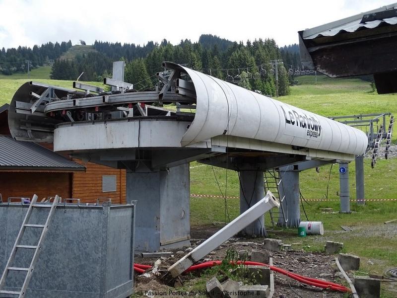 Construction du télésiège débrayable 6 places (TSD6) du Ranfoilly - Les Gets (Portes du Soleil) G1-210