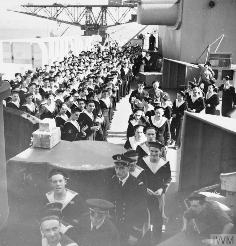Excellentes photos FNFL de l'Imperial War Museum...bonnes idées de reconstitution à bord 1011