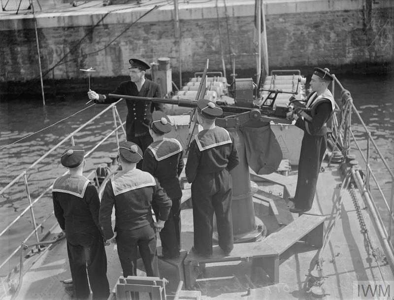 Excellentes photos FNFL de l'Imperial War Museum...bonnes idées de reconstitution à bord 1610