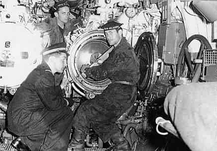 A bord d'un sous marin à identifier 22196011
