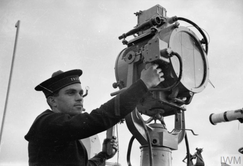 Excellentes photos FNFL de l'Imperial War Museum...bonnes idées de reconstitution à bord 510