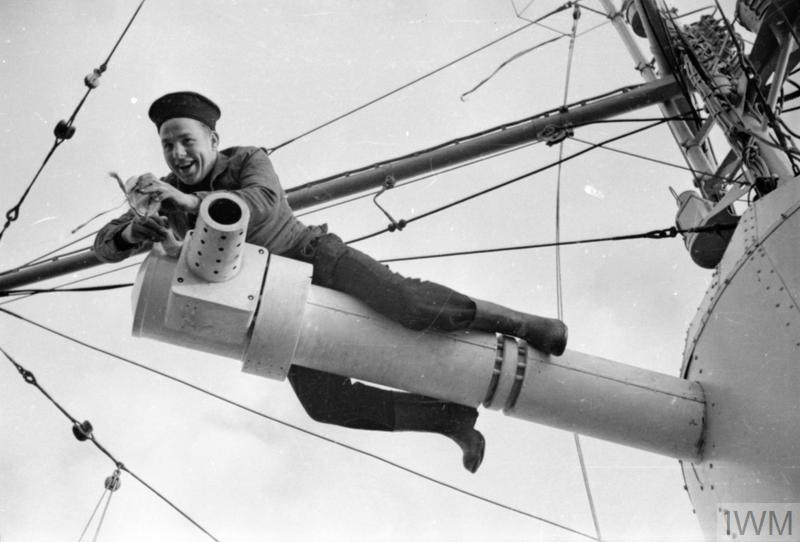 Excellentes photos FNFL de l'Imperial War Museum...bonnes idées de reconstitution à bord 810