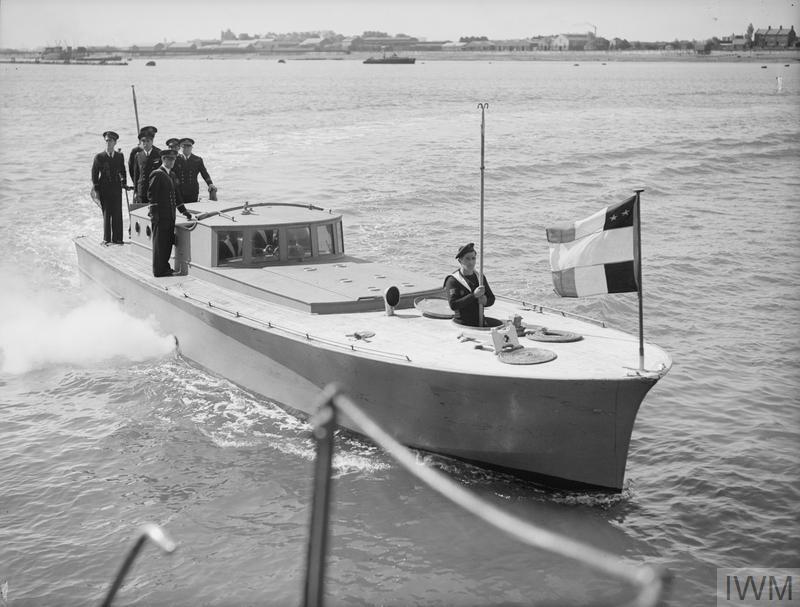 Excellentes photos FNFL de l'Imperial War Museum...bonnes idées de reconstitution à bord C10