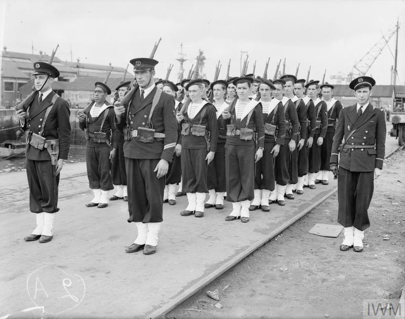 Excellentes photos FNFL de l'Imperial War Museum...bonnes idées de reconstitution à bord D10