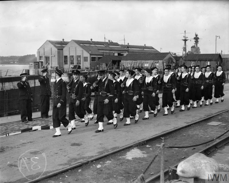 Excellentes photos FNFL de l'Imperial War Museum...bonnes idées de reconstitution à bord D110